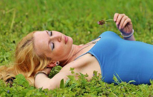 Je hoeft alleen maar in het gras te liggen